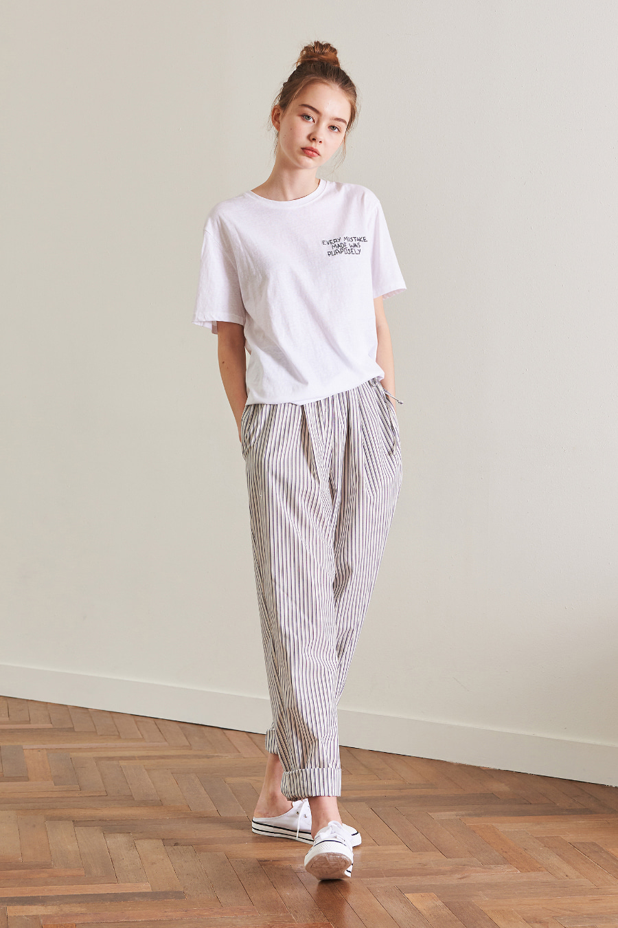 유라고 URAGO Single Half Embroidery T-shirt