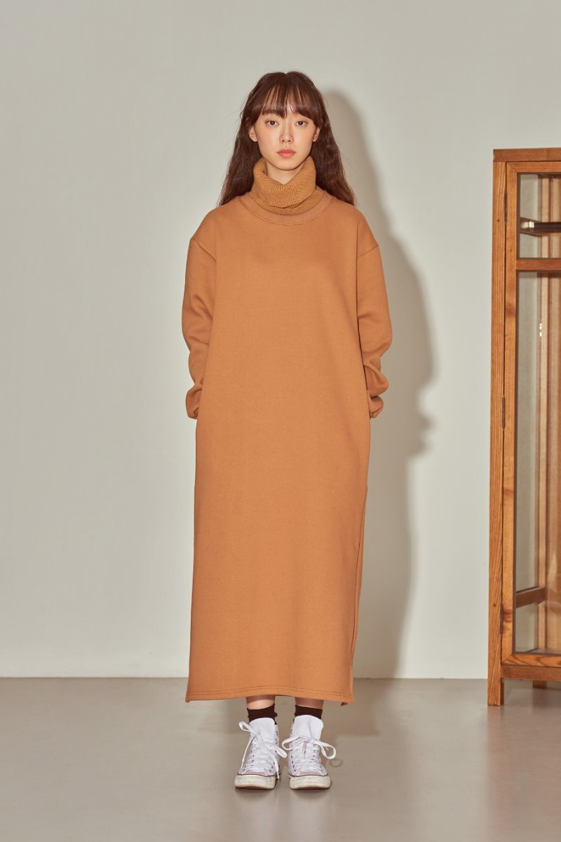 유라고 URAGO Turtleneck brushed dress